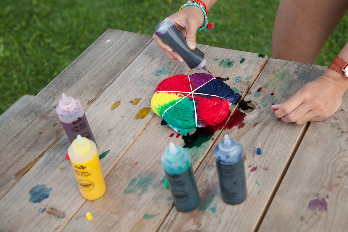 How to Tie Dye applying dye