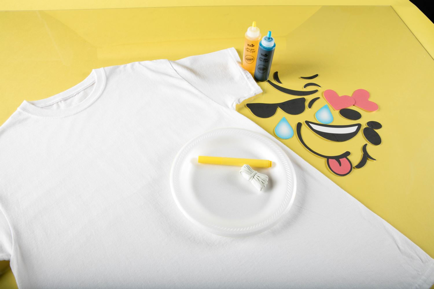 How to Emoji Tie Dye supplies