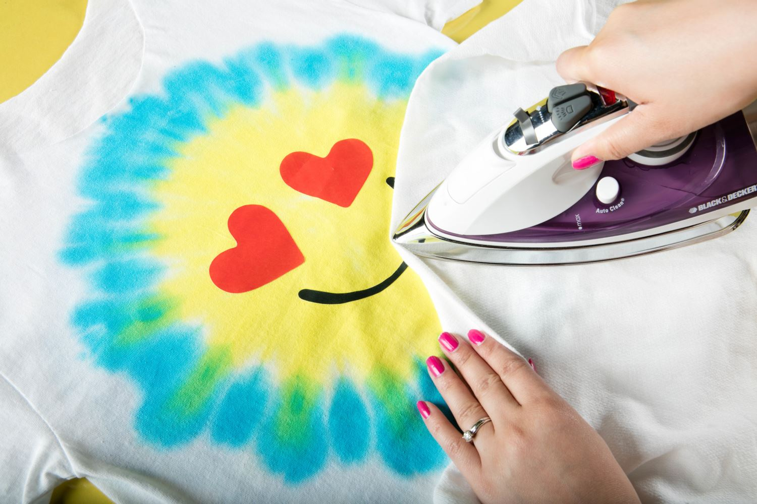 How to Emoji Tie Dye apply iron on appliqués
