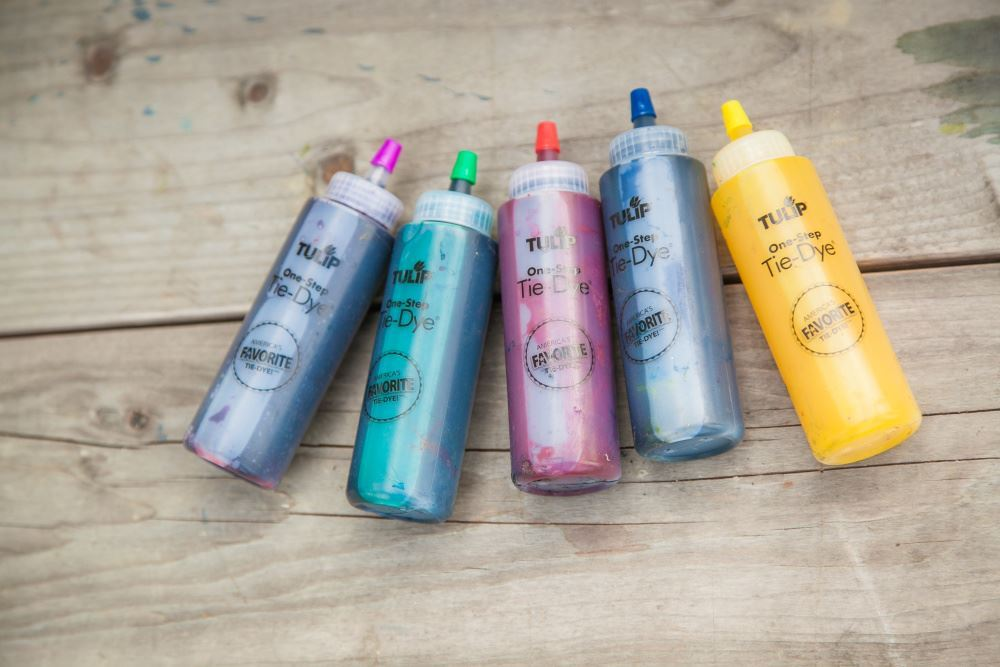 Choose your tie-dye kits for your party.