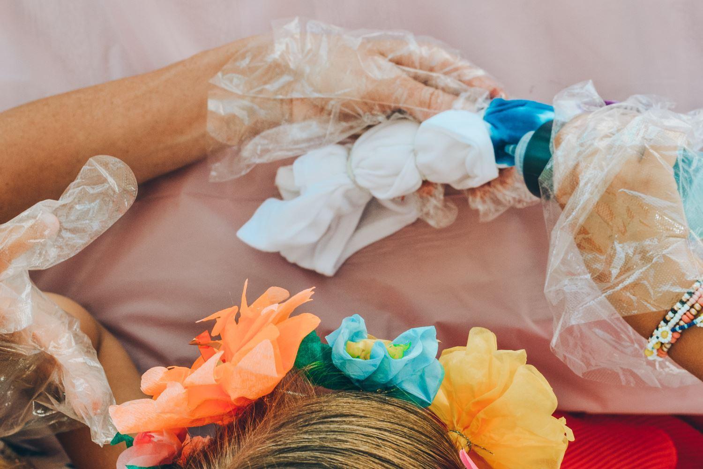 Bind shirts using bullseye tie-dye technique