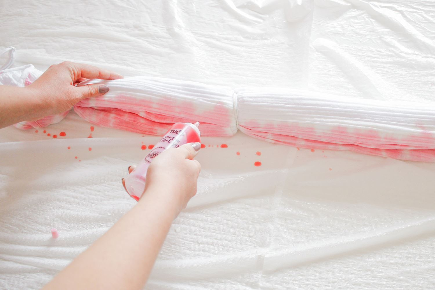 Apply first color of dye along length of folds