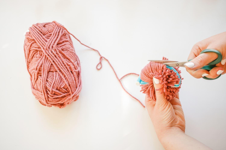 Cut yarn around perimeter
