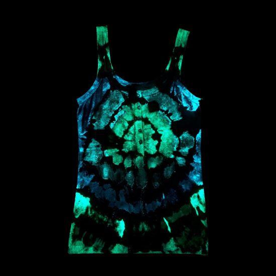 46021 Glow Tie Dye Kit bullseye tank top project glowing